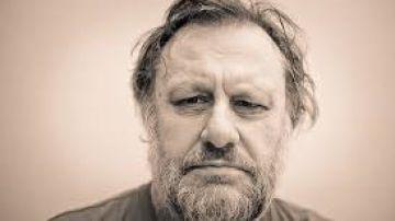 Photo de l'auteur : <h3>L'auteur</h3> <p>Slavoj Zizek est l'un des philosophes les plus influents et les plus prolifiques de notre époque. Né en 1949 à Ljubljana (Slovénie), il est directeur international du Birbeck Institute for the Humanities (université de Londres), chercheur senior dans le Département de philosophie de l'université de Ljubljana et professeur émérite à l'université Kyung Hee (Séoul). Il est l'auteur de nombreux ouvrages. Docteur en psychanalyse, il est professeur invité au département de psychanalyse de Paris-VIII, il enseigne dans plusieurs universités américaines prestigieuses, dont Columbia et Princeton. Il est également président-fondateur de la Société pour la psychanalysethéorique de Ljubljana</p>