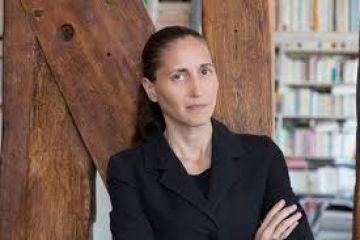 """Photo de l'auteur : <h3>L'auteure</h3> <p>Cynthia Fleury, philosophe et psychanalyste, est professeur titulaire de la chaire """"Humanités et Santé"""" au Conservatoire national des arts et métiers. Titulaire de la chaire de """"Philosophie à l'Hôpital"""" du GHU Paris Psychiatrie et Neurosciences, elle poursuit ici son travail autour de l'individuation et de l'Etat de droit, entamé avec Les pathologies de la démocratie, La fin du courage, Les irremplaçables et Le soin est un humanisme.</p>"""