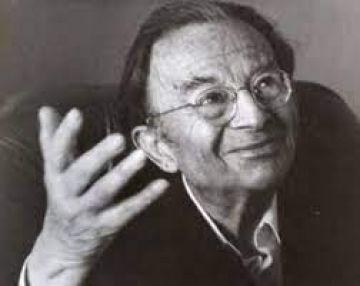 Photo de l'auteur : <h3>L'auteur</h3> <p>Erich Fromm (1900-1980), psychanalyste et sociologue, est l'un des premiers représentants de l'École de Francfort. Émigré aux États-Unis où il a vécu à partir de 1934, il a enseigné au Bennington College, à la Columbia University, puis à celle du Michigan et à Yale, ainsi qu'à l'Université nationale du Mexique. Il a aussi travaillé à l'École de Palo Alto et à Cuernavaca (Mexique) avec Paul Watzlawick. Au sein d'une œuvre considérable, on remarque L'art d'aimer, Avoir ou être, Espoir et révolution. Fromm a été le premier philosophe à plaider pour un revenu minimum universel.</p>